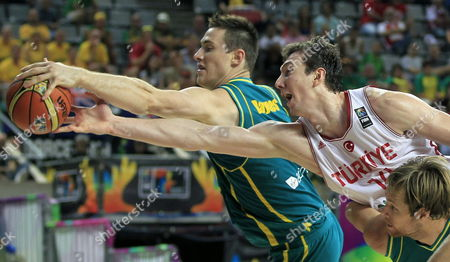 Australian Player Aron Baynes (l) in Action Against Turkish Omer Asik (r) During the Fiba Basketball World Cup Round of 16 Match Between Turkey and Australia at the Palau Sant Jordi Pavilion in Barcelona Northeastern Spain 07 September 2014 Spain Barcelona