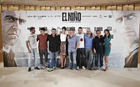 Spanish Director Daniel Monzon (c) Poses with Actors Eduard Fernandez (2-r) Sergi Lopez (3-l) Jesus Castro (4-r) and Luis Tosar (3-r) and Other Cast Members During the Presentation of 'El Nino' (the Kid) in Madrid Spain 26 August 2014 the Movie Movie Opens in Spanish Theaters on 29 August Spain Madrid