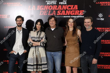 Stock Picture of Spanish Filmmaker Manuel Gomez Pereira (c) Poses with Spanish Actors (l-r) Juan Diego Botto Paz Vega Cuca Escribano and Alberto San Juan Pose For the Media During the Presentation of the Film 'The Ignorance of Blood' in Madrid Spain 13 November 2014 the Movie Based on the Novel by Us Writer Robert Wilson Will Be Released in Spanish Theaters on 14 November Spain Madrid