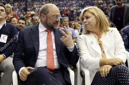 German Martin Schulz (l) Top Candidate of the Party of European Socialists (pes) For the Upcoming Eu Elections Chats with Spanish Socialist Candidate Elena Valenciano (r) During an Electoral Rally of Catalonian Socialist Party (psc) For Upcoming European Elections in Barcelona Catalonia North-eastern Spain 21 May 2014 Elections For the European Parliament Will Be Held on 22-25 May 2014 Spain Barcelona