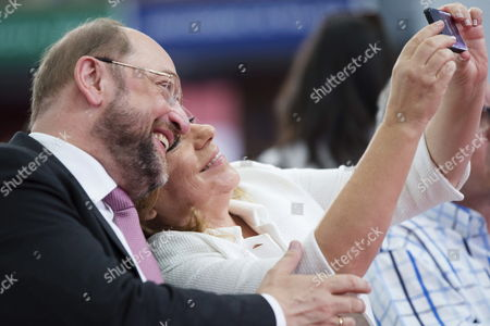 Social Democrat Candidate For the European Commission Presidency Martin Schulz (l) and Psoe's Candidate For the Upcoming European Elections Elena Valenciano Pose For a So-called Selfie During an Electoral Rally at the University Campus of Teatinos in Malaga South-eastern Spain on 11 May 2014 European Elections Will Be Celebrated in the European Union From 22 to 25 May Efe/jorge Zapata Spain Mßlaga