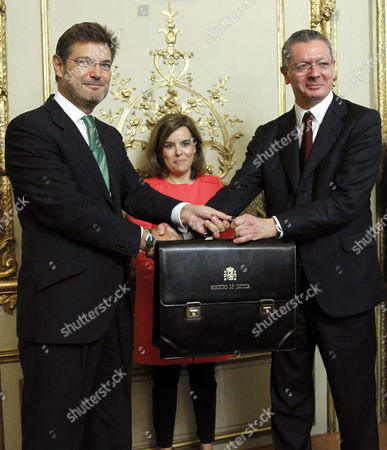 Newly Appointed Justice Minister Rafael Catala (l) Receives the Portfolio From His Predecessor Alberto Ruiz-gallardon (r) During a Ceremony Chaired by Spanish Deputy Prime Minister Soraya Saez De Santamaria at the Justice Ministry in Madrid Spain 29 September 2014 Catala is Succeeding Minister of Justice Alberto Ruiz Gallardon who Resigned on 23 September After the Spanish Government Withdrew a Controversial Abortion Law That He Had Spearheaded Spain Madrid