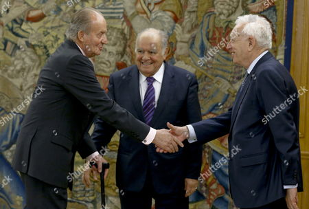 Spain's King Juan Carlos (l) Shakes Hand with Spanish Foreign Affairs Minister Jose Manuel Garcia Margallo (r) As Former Secretary-general of the Ibero-american Secretariat (segib) Enrique V Iglesias (c) Looks on During the Audience Granted by King Juan Carlos to the New Iberoamerican Secretary General Rebeca Grynspan (not Seen) at La Zarzuela Palace in Madrid Central Spain 02 April 2014 Spain Madrid