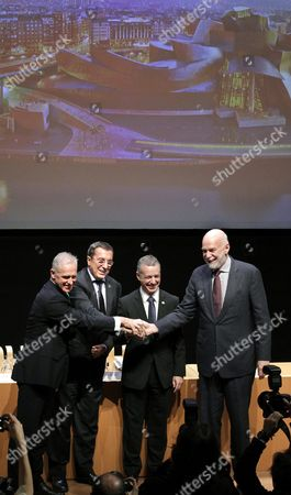Basque Regional Presidente Inigo Urkullu (2-r) the Director of Solomon R the Guggenheim Foundation and New York's Guggenheim Museum Richard Armstrong (r) the President of the Provincial Council of Biscay Jose Luis Bilbao (2-l) and the Director of Bilbao's Guggenheim Museum Juan Ignacio Vidarte (l) Shake Hands During a Press Conference at the Guggenheim Museum in Bilbao Spain 03 December 2014 to Inform on the Renewal of the Agreement Between New York's and Bilbao's Guggenheim Museums They Will Collaborate For 20 More Years Through the Renewal of the Named Agreement Signed in 1994 and to Expire on 31 December 2014 Spain Bibao