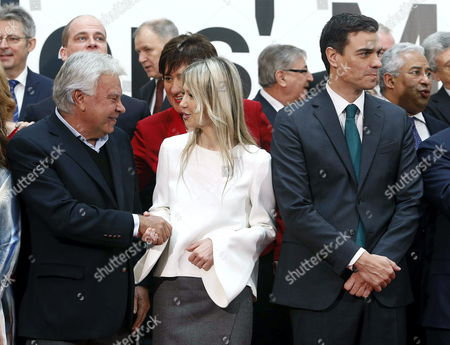 Former Spanish Prime Minister Felipe Gonzalez (l) Greets Polish Socialist Presidential Candidate Magdalena Ogorek (c) As They Stand Next to the Leader of the Spanish Socialist Party Pedro Sanchez (r) While Preparing to Pose For a Group Photo Along with Other Unidentified Participants of the Pes Leaders' Meeting in Madrid Spain 21 February 2015 Spain Madrid
