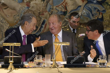 Spain's King Juan Carlos i (c) Chats with Spanish Construction Company Ohl's Ceo Juan Miguel Villar Mir (l) Before He Chairs the Meeting of the Cotec Foundation's Patronage at La Zarzuela Palace in Madrid Spain 10 June 2014 Villar Mir Cotec Foundation's Chairman is to Be Replaced by Former Spanish Minister Cristina Garmendia (unseen) Spain Madrid