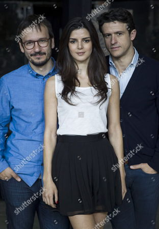 Spanish Actors Clara Lago (c) and Diego Martin (r) Pose Next to Stage Manager David Serrano During the Presentation of the Play 'La Venus De Las Pieles' (venus in Fur) by Us Playwright David Ives and Adapted by Stage Manager David Serrano at Matadero Cultural Center in Madrid Spain 28 April 2014 the Play Will Be on Stage From 07 May Until 15 June 2014 Spain Madrid