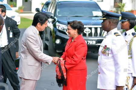 Japanese Prime Minister Shinzo Abe (l) Greets His Counterpart of Trinidad and Tobago Kamla Persad-bissessar (c) Prior of a Bilateral Meeting in Port-au-spain Trinidad and Tobago 27 July 2014 Heads of States of Community of the Caribbean (caricom) Will Meet on 28 July in This Country with Shinzo Abe in the First Summit Between Japan and the Regional Group with the Objective of Improving Cooperation Trinidad and Tobago Port-au-spain