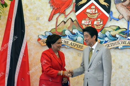 Japanese Prime Minister Shinzo Abe (r) Greets His Counterpart of Trinidad and Tobago Kamla Persad-bissessar (l) Prior of a Bilateral Meeting in Port-au-spain Trinidad and Tobago 27 July 2014 Heads of States of Community of the Caribbean (caricom) Will Meet on 28 July in This Country with Shinzo Abe in the First Summit Between Japan and the Regional Group with the Objective of Improving Cooperation Trinidad and Tobago Port-au-spain