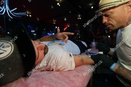 Tattoo Artist Ami James Known For His Tv Programms 'Miami Ink' and 'Ny Ink' Makes a Tattoo During Rock in Rio Music Festival at Rio De Janeiro Brazil 15 September 2013 James Said That Brazil and Us Have Potential For Being the Countries with the Most Number of People with Tattoos in the World Brazil RÍo De Janeiro