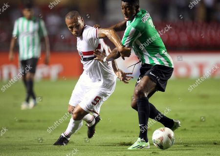 Sao Paulo's Luis Fabiano (l) Vies For the Ball Against Nacional's Oscar Murillo (r) During Their Second Leg Semifinals Match of the Sudamerican Cup at Morumbi Stadium in Sao Paulo Brazil 26 November 2014 Brazil Sao Paulo