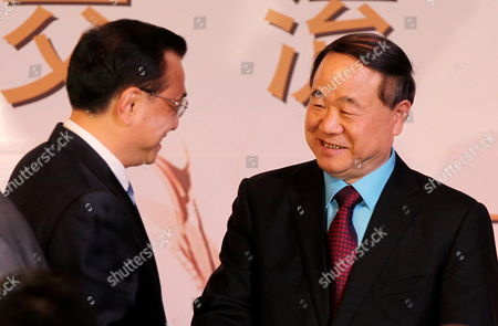 Chinese Prime Minister Li Keqiang (l) Greets China's 2012 Nobel Prize Winner Writer Mo Yan in a Literary Encounter Colombia-china at San Carlos Palace Foreign Affairs Minister Facility in Bogota Colombia 22 May 2015 Li Keqiang is on a Tour Fof South American Countries Colombia Bogotß