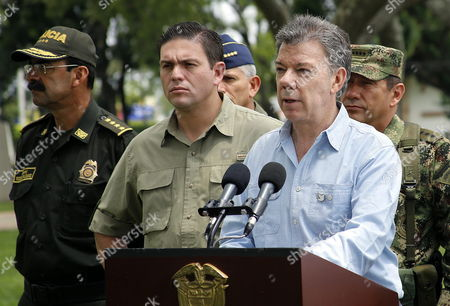 Colombian President Juan Manuel Santos (r) Talks Next to Colombian Defense Minister Juan Carlos Pinzon (l) and High Military Commanders During a Press Conference in Cali Colombia 15 April 2015 Colombian President Juan Manuel Santos on 15 April Revived Airstrikes on Rebels of the Revolutionary Armed Forces of Colombia (farc) After 11 Fighters Died in a Clash Santos Had Called Off Airstrikes Against Farc Camps on March 10 But Moved to Relaunch Them After 10 Soldiers and at Least One Rebel Were Killed in a Clash Between the Army and Farc Late 14 April in Southern Colombia 9 Other Soldiers Were Injured Three of Them with Serious Wounds when Their Party was Attacked by Rebels Armed with Rifles Grenades and Explosives Near the Town of Suarez in the Cauca Province Colombia Cali