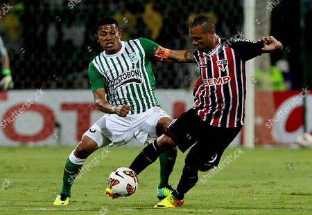 Colombian Atletico Nacional Soccer Team Player Alexander Mej?a (l) Fights For the Ball with Brazilian Sao Paulo's Luis Fabiano During Their South American Cup Match at the Atanasio Girardot Stadium in Medellin Colombia 06 November 2013 Colombia Medell?n