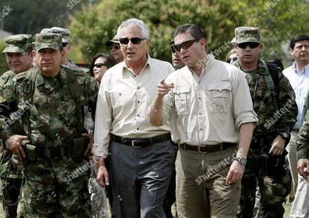 Us Defense Secretary Chuck Hagel (2-l) and Colombian Defense Minister Juan Carlos Pinzon (2-r) Visit a Military Base in Tolemaida Colombia 10 October 2014 the Us Government Through Its Defense Secretary Hagel Has Confirmed Their Support to the Peace Negotiations Between Colombia and the Revolutionary Armed Forces of Colombia (farc) Guerrilla Group in Havana Cuba Colombia Tolemaida