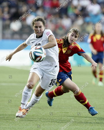 Stock Picture of Sara Morton (l) of New Zealand Vies For the Ball with Laura Dominguez (r) of Spain During Their Soccer Match For the Under 17 Women's World Cup Held in San Jose Costa Rica 19 March 2014 Costa Rica San Jose