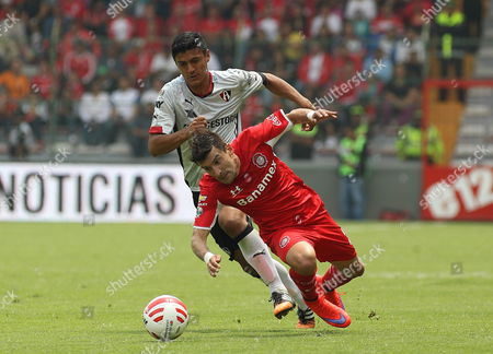Toluca's Edgar Benitez (r) Fights For the Ball with Atlas' Luis Venegas (l) During Their Clausura Tournament Match at the Nemesio Diez Stadium in Toluca Mexico 12 April 2015 Mexico Toluca