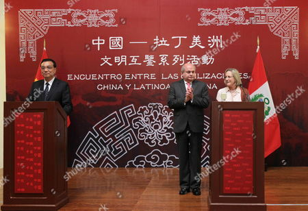 Chinese Prime Minister Li Keqiang (l) Makes a Statement Next His Peruvian Counterpart Pedro Cateriano (2r) and Peruvian Minister of Culture Diana Alvarez Calderon (r) During His Visit to the National Museum of Archaeology and History on Lima Peru 23 May 2015 Li Has is on a Two-day Official Visit to Peru where He Met with Peruvian President Ollanta Humala Peruvian Students and Chinese Businessmen Peru Lima