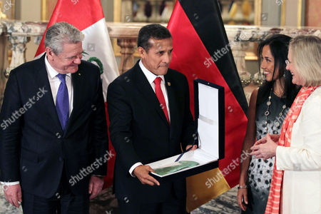 President of Peru Ollanta Humala (c) Next to President of Germany Joachim Gauck (l) Delivers a Tumi (incan Ceremonial Knife) 800 Years-old to Peruvian Cultural Minister Diana Alvarez (r) in Presence of Peruvian First Lady Nadine Heredia (2-l) at the Palacio De Gobierno in Lima Peru 20 March 2015 Peru Lima