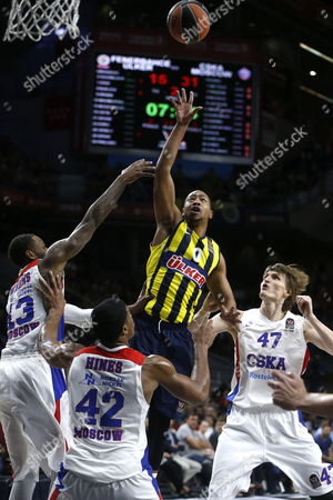 Fenerbahce Ulker Istanbul's Us Andrew Goudelock (c) Goes For the Basket Over Kyley Hines (2l) Andrei Kirilenko (r) and Sonny Weems (l) of Cska Moscow During Their Euroleague Final Four Third Place Game Held at the Barclaycard Center in Madrid Spain 17 May 2015 Epa/juan Carlos Hidalgo Spain Madrid