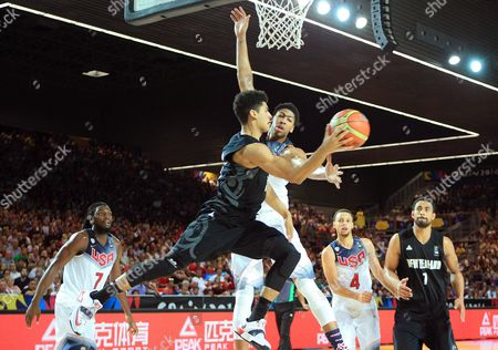 Anthony Davis (c-r) of the Usa in Action Against Tai Webster (c-l) of New Zealand During the Fiba Basketball World Cup Match Group C Match Between the Usa and New Zealand at the Bilbao Exhibition Center in Bilbao Northern Spain 02 September 2014 Spain Bilbao