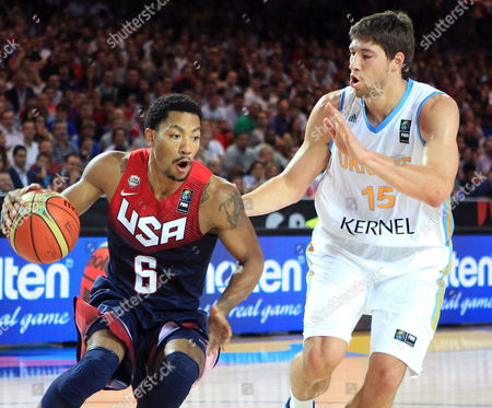 Us Player Derrick Rose (l) Fights For the Ball with Ukraine's Viacheslav Kravtsov During the Fiba Basketball World Cup Match Group C Match Between United States and Ukraine at the Bilbao Exhibition Center in Bilbao Basque Country Northern Spain 04 September 2014 Spain Bilbao