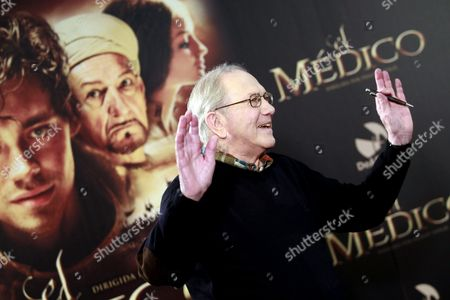 Us Writer Noah Gordon Poses During the Presentation of 'The Physician' in Madrid Spain 19 December 2013 the Movie Based on the Novel of the Same Title by Us Writer Noah Gordon Opens in Spanish Cinemas on 25 December Spain Madrid