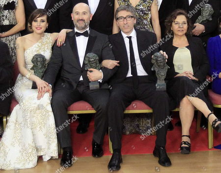 Spanish Director David Trueba (2-r) and Producer Cristina Huete (r) Pose For the Media with Their 'Best Film' Goya Award Spanish Actress Natalia De Molina (l) with Her 'Best New Actress and Spanish Actor Javier Camara (2-l) with His 'Best Leading Actor' For Their Film 'Vivir Es Facil Con Los Ojos Cerrados' During the Family Photo of the 28th Goya Awards Awarding Ceremony in Madrid Spain 09 February 2014 Spain Madrid