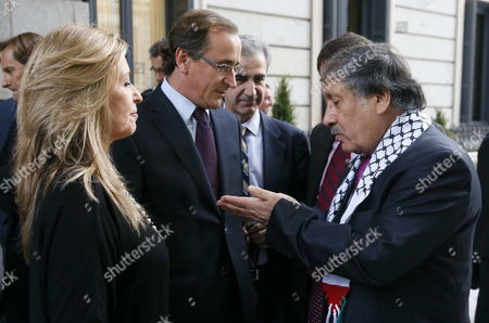 Palestinian Ambassador in Spain Musa Amer Odeh (r) Talks with People Party's Congress Spokesman Alfonso Alonso (c) and Psoe's Foreign Affairs Spokeswoman Trinidad Jimenez (l) Before the Passing of a Symbolic Motion to Recognize Palestine As a State in the Spanish Lower House of Congress in Madrid Spain 18 November 2014 Spain Madrid