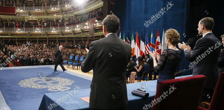 Irish Writer John Banville (l) is Applauded by Spanish King Felipe Vi (r) and Queen Letizia (2-r) Before Receiving the 2014 Prince of Asturias Award For Literature During the 2014 Prince of Asturias Awards Ceremony at the Campoamor Theatre in Oviedo Spain 24 October 2014 the Prizes Are Presented Annually by the Prince of Asturias Foundation to International Individuals Entities Or Organizations who Make Important Achievements in Sciences Humanities and Public Affairs Spain Oviedo