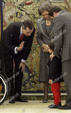 Spain's Crown Prince Felipe (l) Gives a High Five to the Son of Spanish Paralympic Swimmer Maria Teresa Perales (not Pictured) in Presence of Queen Sofia (c) and the Spanish Paralympic Committee's Chairman Miguel Carballeda (r) During an Honoring Ceremony at the Palace of Zarzuela in Madrid Spain 01 April 2014 Perales Received the Great Cross of Sports Merit Spain Madrid