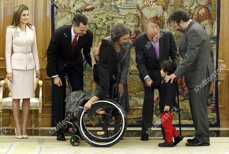 Spain's King Juan Carlos (2-r) and Queen Sofia Greet the Son of Spanish Paralympic Swimmer Maria Teresa Perales (c) in Presence of Crown Prince Felipe (2-l) and Princess Letizia (l) and Spanish Paralympic Committee's Chairman Miguel Carballeda (r) During an Honoring Ceremony at the Palace of Zarzuela in Madrid Spain 01 April 2014 Perales Received the Great Cross of Sports Merit Spain Madrid