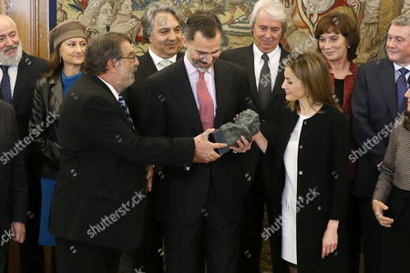 Spain's King Felipe Vi (c) Next to His Wife Queen Letizia (r) Receives a Replica of a 'Goya' Award From Spanish Academy of Arts and Cinematographic Sciences Chairman Enrique Gonzalez Macho (l) During an Audience with the Board of the Spanish Academy of Arts and Cinematographic Sciences at La Zarzuela Palace in Madrid Spain 15 December 2014 Spain Madrid