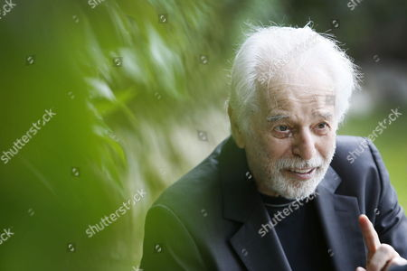 Stock Image of Chilean Filmmaker Alejandro Jodorowsky Poses During an Interview During the Presentation of His Film 'La Danza De La Realidad' (the Dance of Reality' at the 46th Edition of the Sitges Film Festival in Sitges Spain 17 October 2013 the Festival Runs From 11 to 20 October Spain Sitges (barcelona)