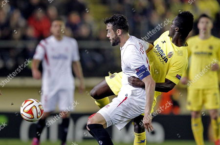 Villarreal's Defender Eric Bertrand Bailly (r) From Ivory Coast Battles For the Ball with Sevilla's Midfielder Vicente Iborra During Their Uefa Europa League Round of 16 First Leg Soccer Match at El Madrigal Stadium in Villarreal City Eastern Spain 12 March 2015 Spain Villarreal