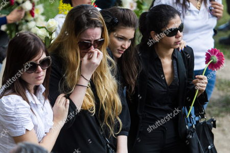 Stock Image of Relatives of Former Venezuelan Actress Monica Spear Attend the Funeral For Her and Her Husband Henry Thomas Berry at the Cementerio Del Este in Caracas Venezuela 10 January 2014 Venezuelan Authorities Have Announced They Are Looking For Another Four Suspects in the Homicide Case of Spear and Berry Venezuela Caracas