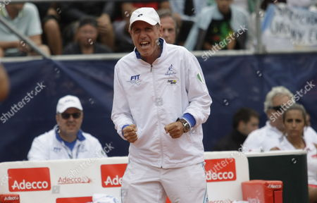 Italian Coach Corrado Barazzutti (c) Shouts to Simone Bolelli and Fabio Fognini During Their Game Against Argentine Eduardo Schwank and Horacio Zeballos During Their Davis Cup Match in Mar Del Plata Argentina 01 February 2014 Argentina Mar Del Plata