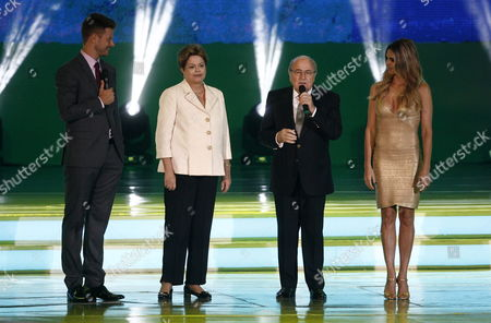 Brazilian President Dilma Rousseff (2nd L) Speaks Next to President of Fifa Josep Blatter (2nd R) and Hots Fernanda Lima (r) and Her Husband Rodrigo Hilbert (l) During the Final Draw of the Preliminary Round Groups of the 2014 Fifa World Cup Brazil in Costa Do Sauipe Brazil 06 December 2013 Brazil Costa Do Sauipe