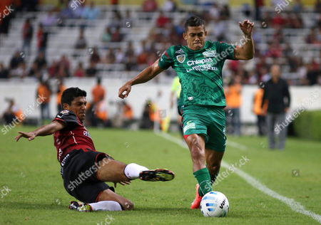 Atlas' Luis Venegas (l) in Action Against Chiapas Jaguares' Andres Andrade (r) During Their Apertura Tournament's Match at Estadio Jalisco Stadium in Guadalajara Mexico 02 August 2014 Atlas Won 4-2 Mexico Guadalajara