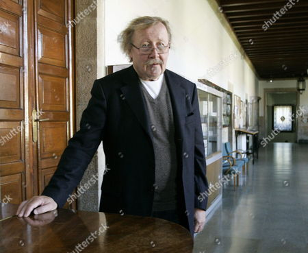 German Philosopher and Thinker Peter Sloterdijk Poses For the Photographers Before Receiving the 3rd Bento Spinoza Award For His Essay 'Anger and Time' in Santiago De Compostela in the North-western Province of Galicia Spain 30 October 2013 Spain Santiago De Compostela