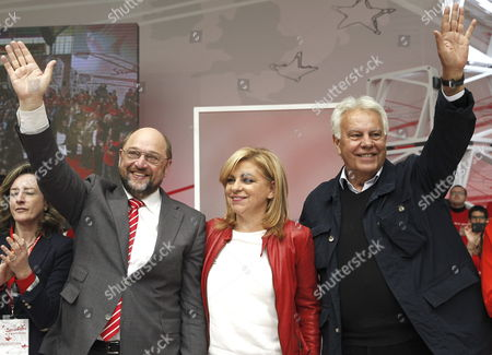 President of the European Parliament Martin Schulz (l) and Former Spanish Primer Minister Felipe Gonzalez (r) Pose For Photographers with Psoe's Party Candidate For the European Elections Elena Valenciano (c) During a Run-up Election Campaign Held in Madrid Spain 30 March 2014 the European Elections Will Be Held From 22 to 25 May 2014 Spain Madrid