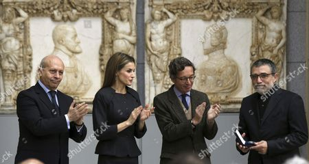 Spanish Queen Letizia (2-l) Spanish Culture Minister Jose Ignacio Wert (l) and State Secretary For Culture Jose Maria Lassalle (2-r) Applaud After the Queen Presented the Velazquez Prize For Plastic Arts to Spanish Artist Jaume Plensa (r) During a Ceremony at El Prado Museum in Madrid Spain 17 November 2014 the Award is Granted to a Creator in Recognition of the Contribution to Spanish Culture in the Field of Plastic Arts Spain Madrid