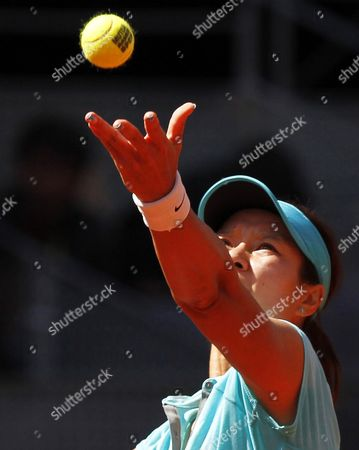 China's Na Li Serves the Ball to Her Compatriot Jie Zheng During Their Women's Second Round Match of the Mutua Madrid Open Tennis Tournament at Caja Magica Complex in Madrid Spain 06 May 2014 Spain Madrid