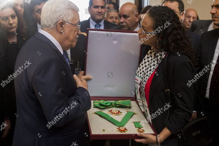 Palestinian Authority President Mahmoud Abbas (l) Awards the 'Palestinian Star' to Rosa Virginia Chavez (l) Daughter of Late Venezuelan President Hugo Chavez During a Ceremony at Cuartel De La Montana in Caracas Venezuela 16 May 2014 During His Visit Abbas Will Hold a Meeting with Venezuela President Nicolas Maduro at the Presidential Palace of Miraflores and Delivered the 'Palestine Star' Award to the Family of Late President Hugo Chavez Venezuela Caracas