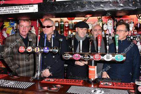 "Graham "" Suggs "" McPherson, Mike Barson, Mark Bedford, Chris Foreman, Dan Woodgate of Madness"