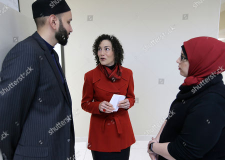 """Alia Salem, Omar Suleiman, Rabbi Nancy Kasten Rabbi Nancy Kasten, center, speaks with Iman Omar Suleiman, left, and Alia Salem, executive director of the Dallas/Fort Worth chapter of the Council on American-Islamic Relations, after a news conference concerning recent executive orders by President Donald Trump, in Dallas. Many U.S. Muslim and Latino advocates are unifying in opposition to executive actions taken by President Donald Trump to build a southern border wall and strip funding for """"sanctuary cities"""