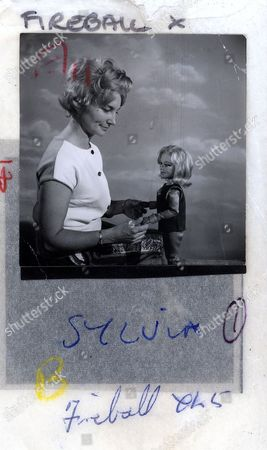 'Fireball XL 5'  - Sylvia Anderson with Venus.