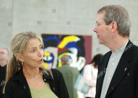 Dorothy Lichtenstein (l) Widow of Us Artist Roy Lichtenstein (1923 - 1997) Talks to Jack Cowart (r) Director of the Roy Lichtenstein Foundation During the Press Preview Day For the Exhibition 'Classic of the New' at the Museum of Fine Arts (kunsthaus) in Bregenz Austria Friday June 10 2005 the Exhibition Which Lasts From June 13 to September 4 Presents 40 Paintings of Lichtenstein From the Years 1961 to 1995 Austria Bregenz