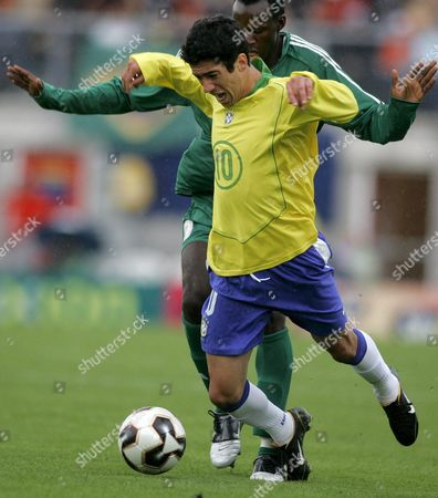 Brazil's Evandro (front) Fights For the Ball Against Nigeria's Daniel Akpeyi During Their First Round Group F World Championships Soccer U20 Match Between Brazil and Nigeria at the Unive Stadium in Emmen Eastern Netherlands Sunday 12 June 2005 Netherlands Emmen