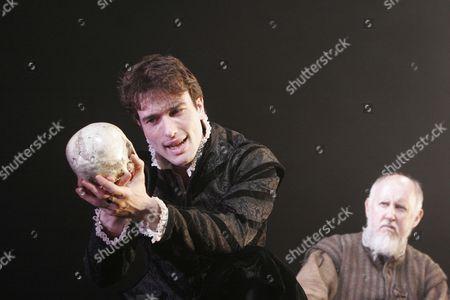 Ed Stoppard (Hamlet), Michael Cronin (Gravedigger)